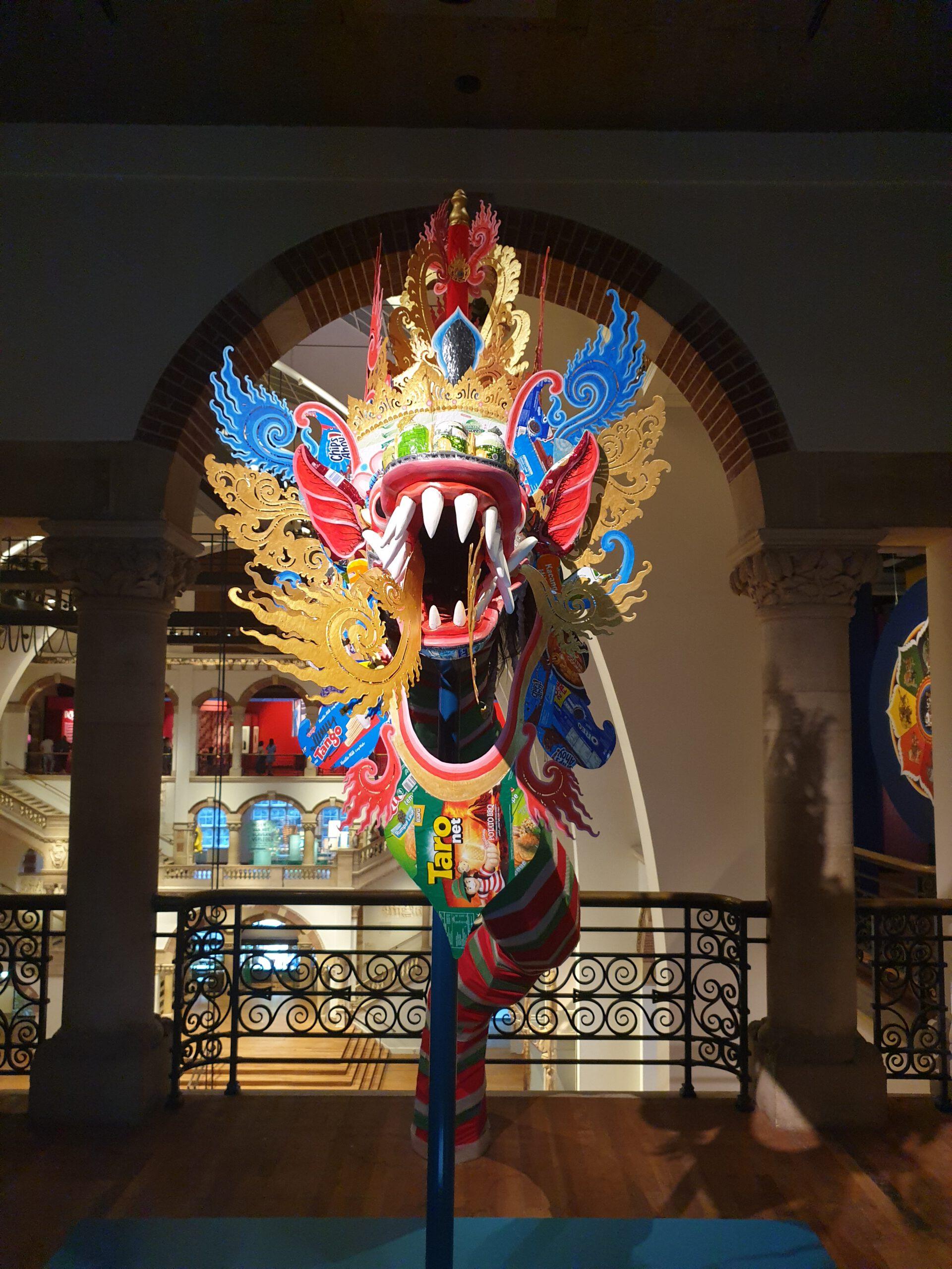 Staycation Amsterdam - Reisgelukjes - Bali Behind the Scenes Rainbow Dragon Made Bayak
