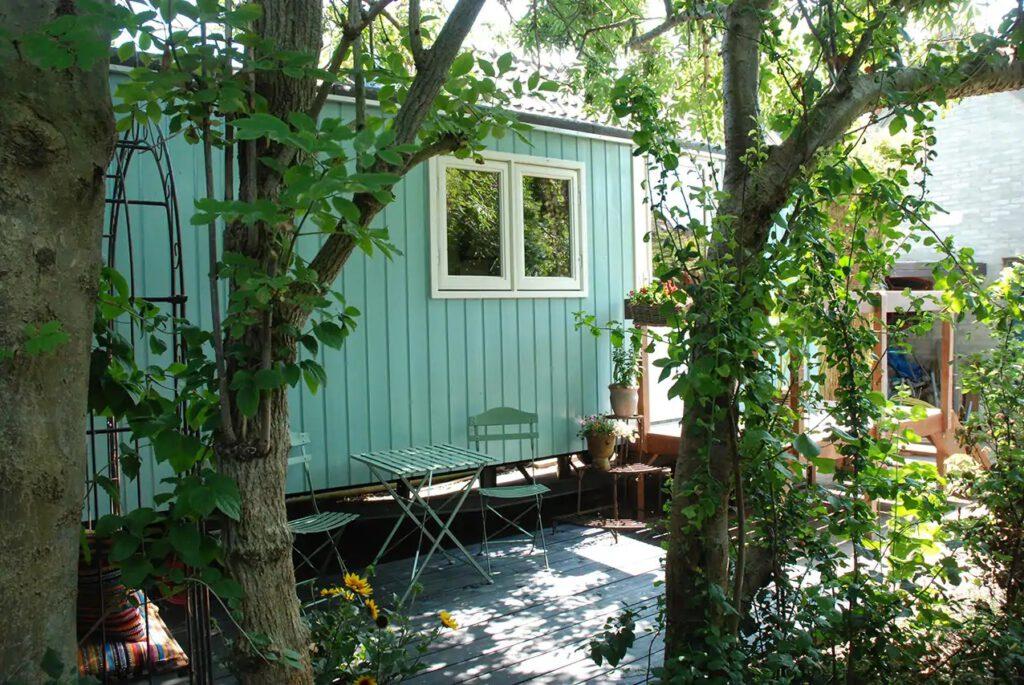 Tiny house in Oostwoud: nog te boeken via Airbnb voor diverse data in de zomervakantie