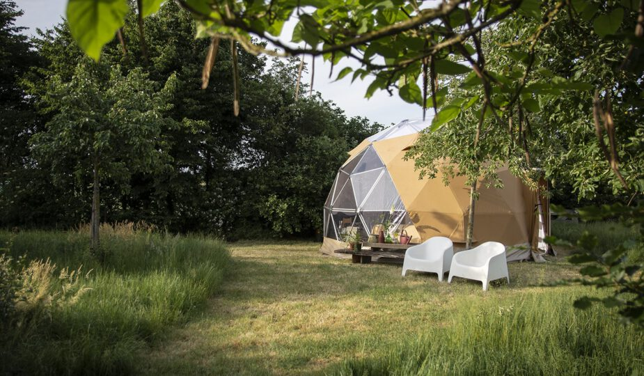 Pop-up-glamping-en-camping-Reisgelukjes-Dome-Waar-het-Wondert