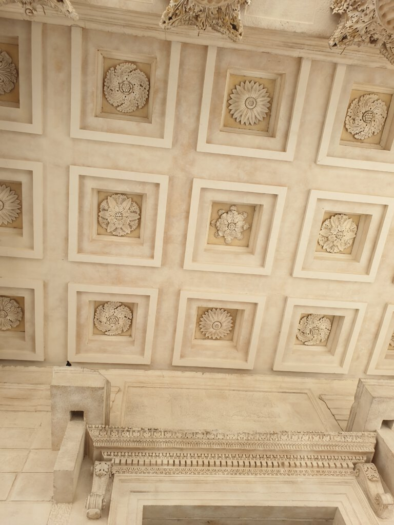 Hoogtepunt: Het plafond van Maison Carree in Nimes
