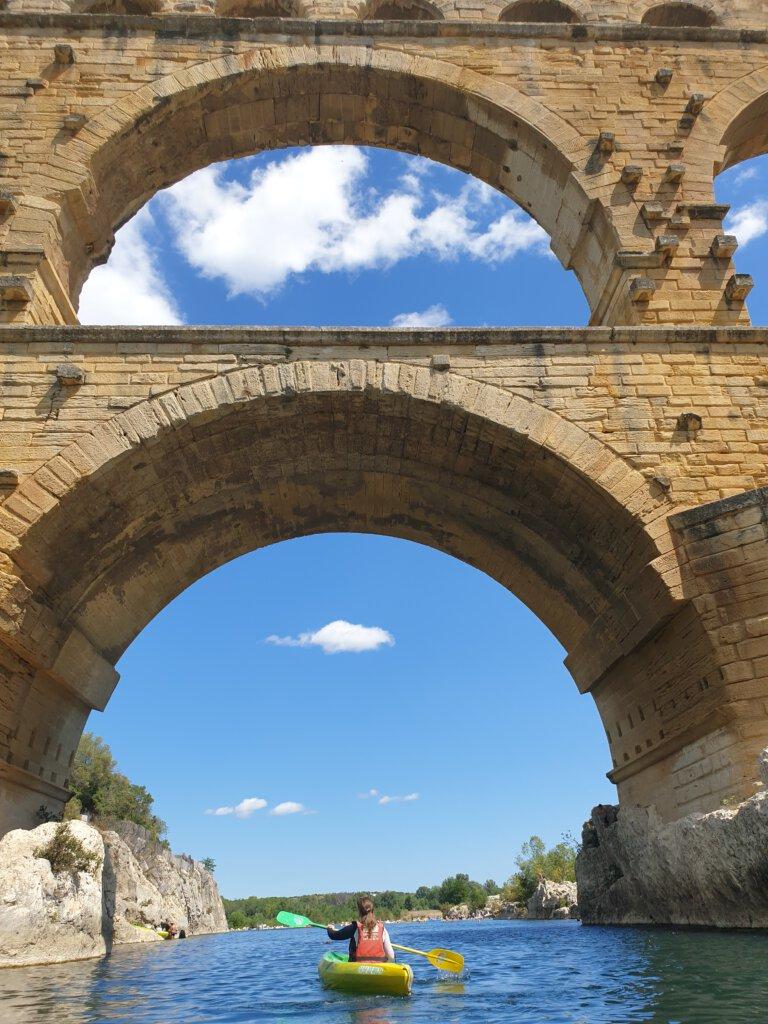 Hoogtepunt van Frankrijk: kanoën onder Pont du Gard door