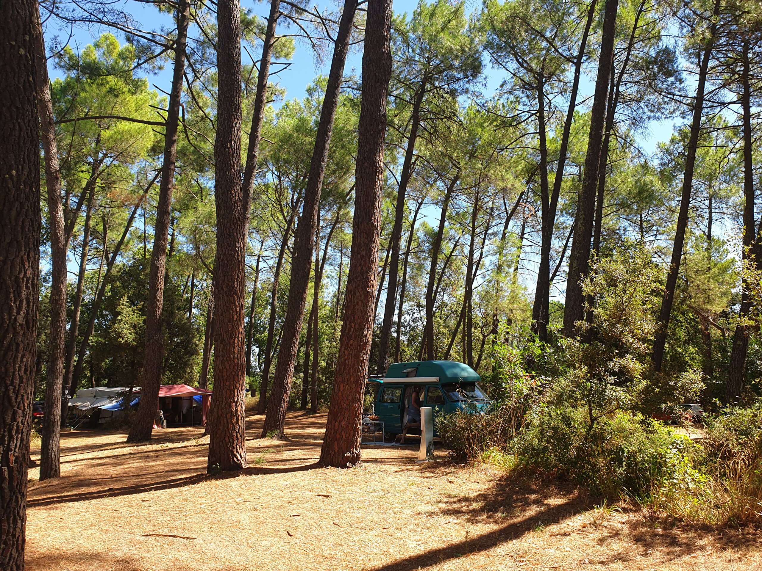 Ons kampeerbusje op camping La Sousta bij Pont du Gard
