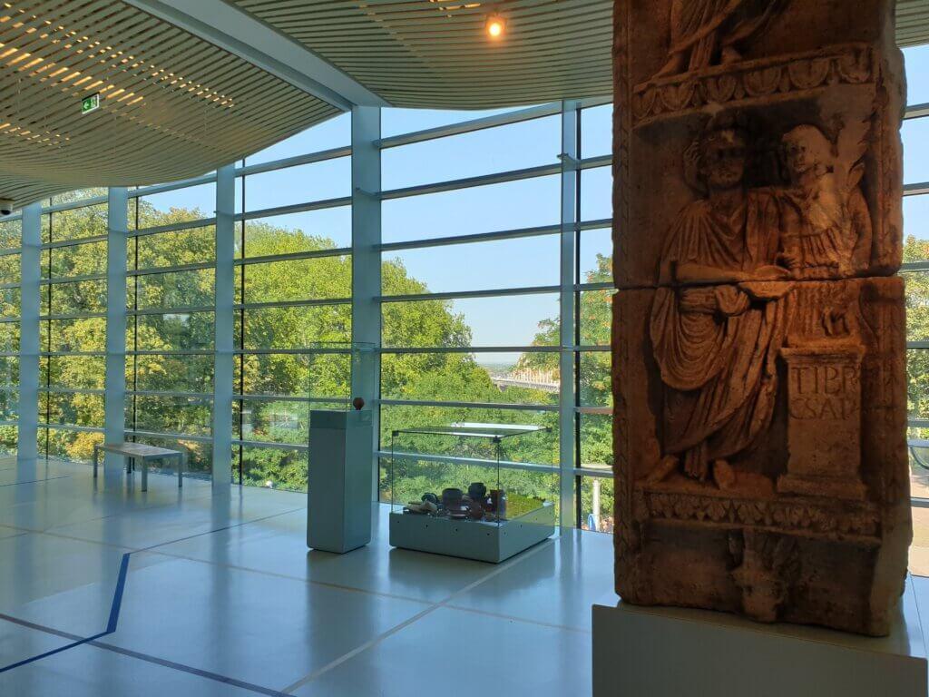 Romeinse overwinningszuil in museum Het Valkhof