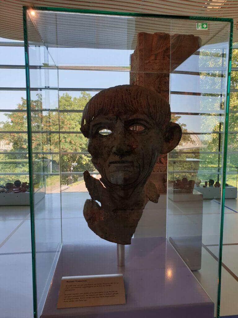 Bronzen portretkop in museum Het Valkhof