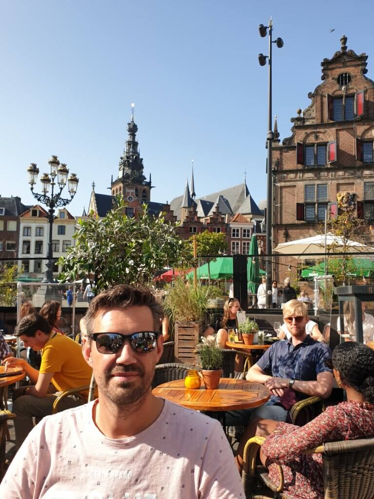 Een terrasje pakken op de Grote Markt in NIjmegen