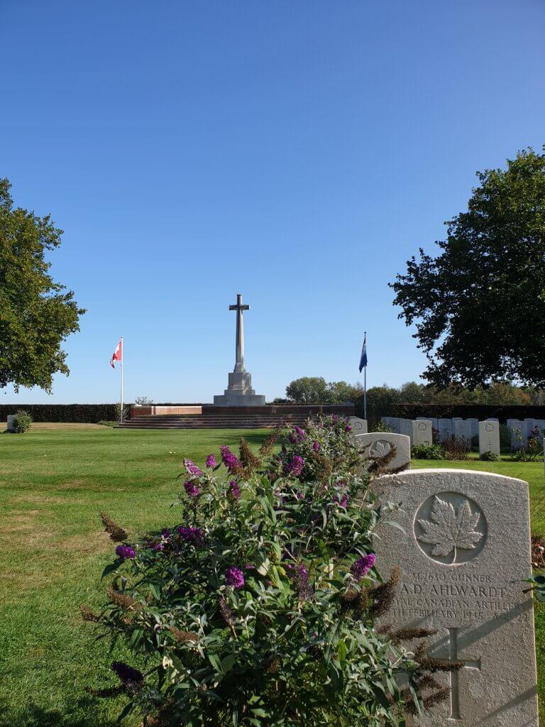 Sta met je tweedehands camper op de camping vlakbij de militaire begraafplaats van Groesbeek
