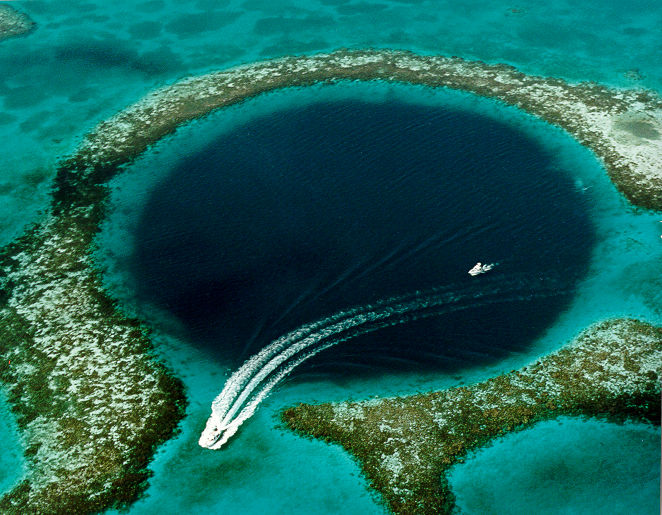 Highlight van Belize: Blue Hole van bovenaf