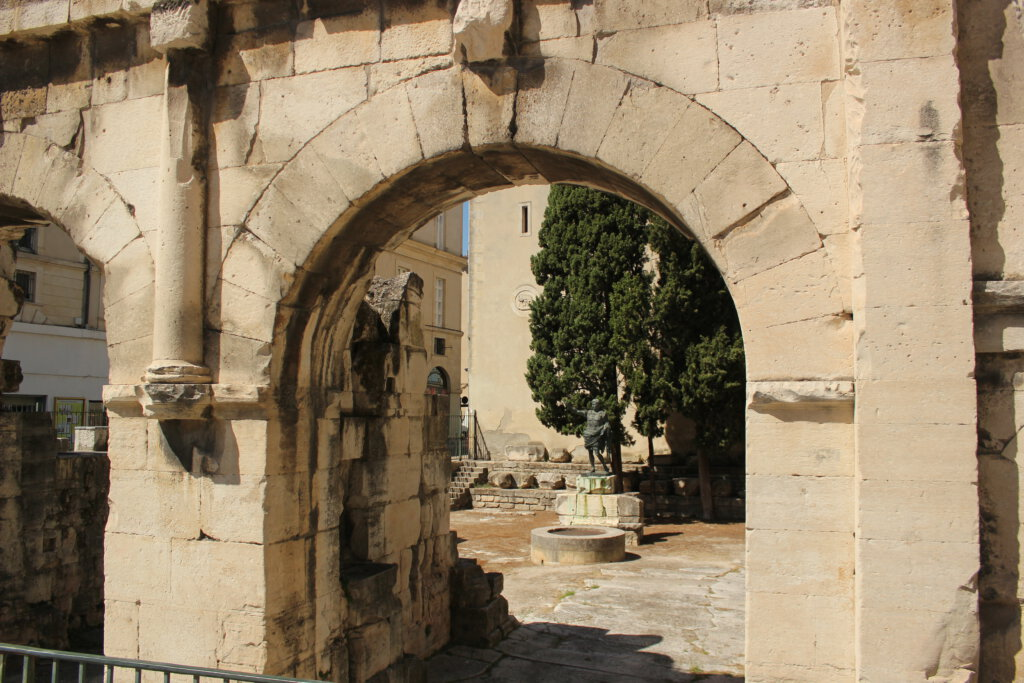 Romeinse stadspoorten in Nimes
