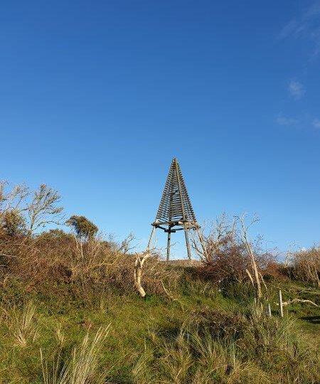 Tijdens een vakantie op Waddeneiland Schiermonnikoog zie je vanaf veel plaatsen het Baken