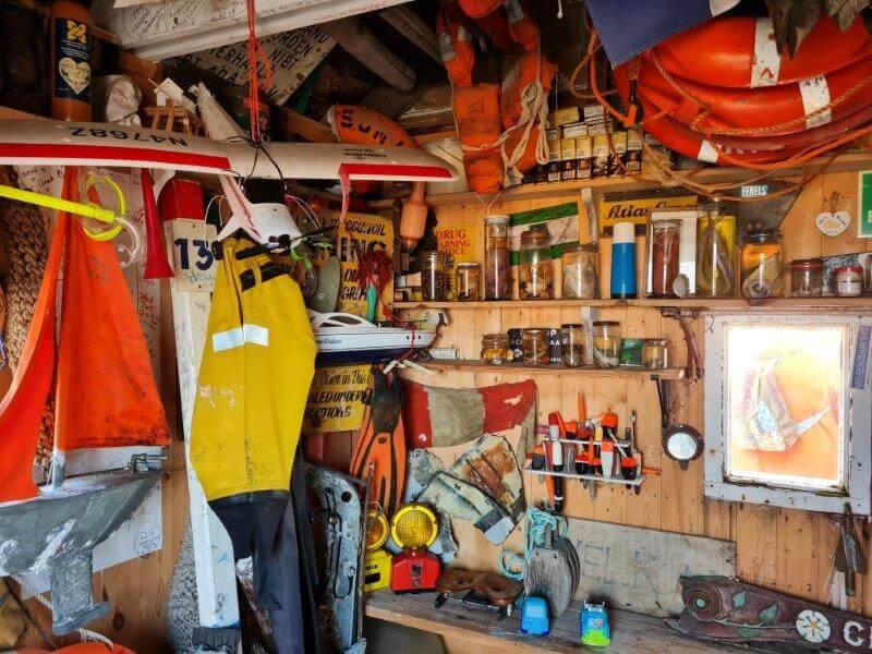 Het juttersmuseum in het drenkelingenhuisje op Waddeneiland Vlieland