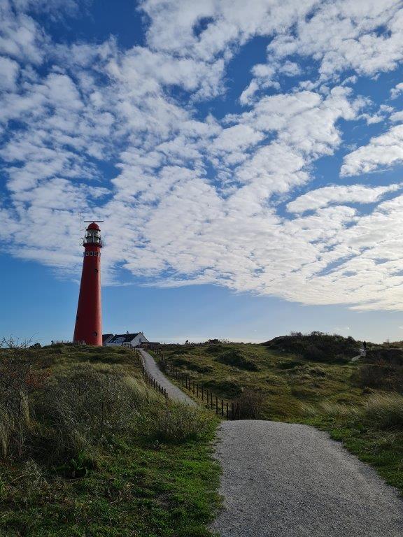 Tijdens een vakantie op Waddeneiland Schiermonnikoog is de Noordertoren nooit ver weg