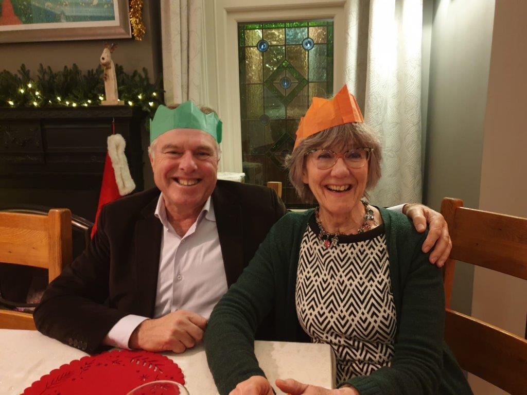 Bij een echte Engelse Kerst vieren horen Christmas crackers en de kleine maffe cadeautjes die daarin zitten