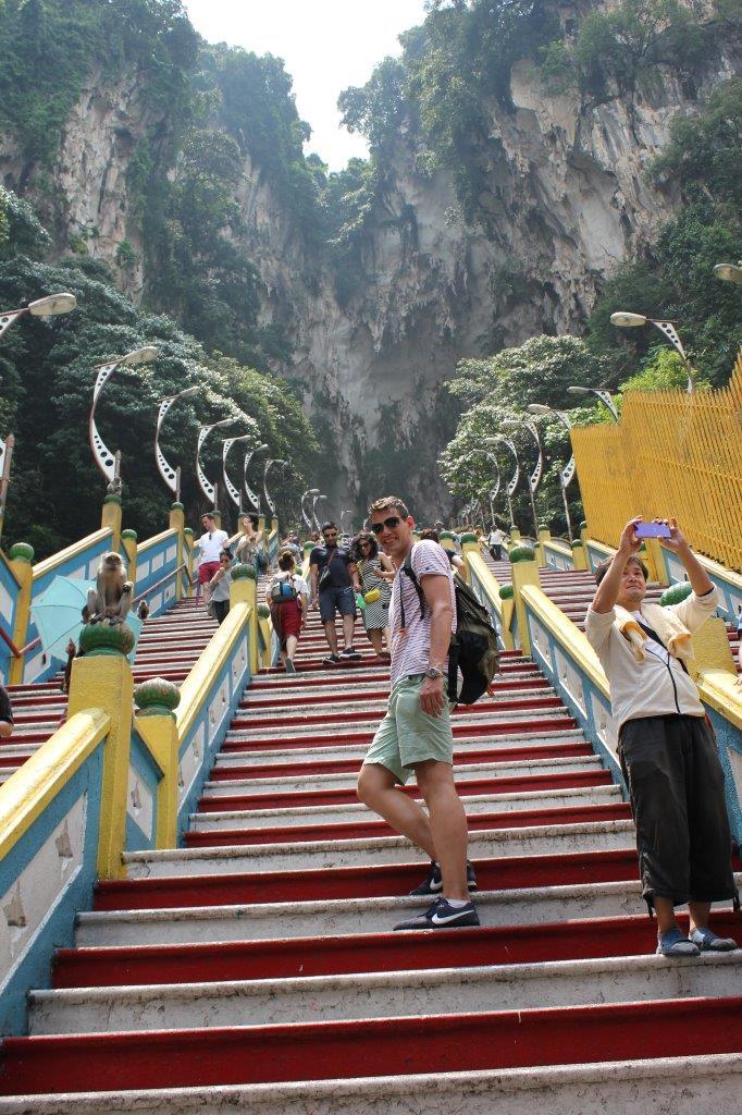 De trappen omhoog naar de Batu grot