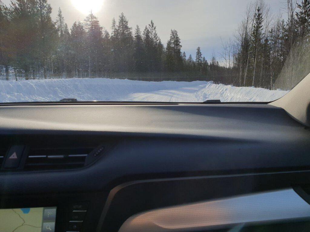 Zelf rijden in Finland: ja soms zijn de wegen zo besneeuwd