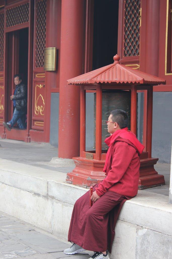 Monnik in de Lama tempel in Beijing tijdens een reis van 2 weken