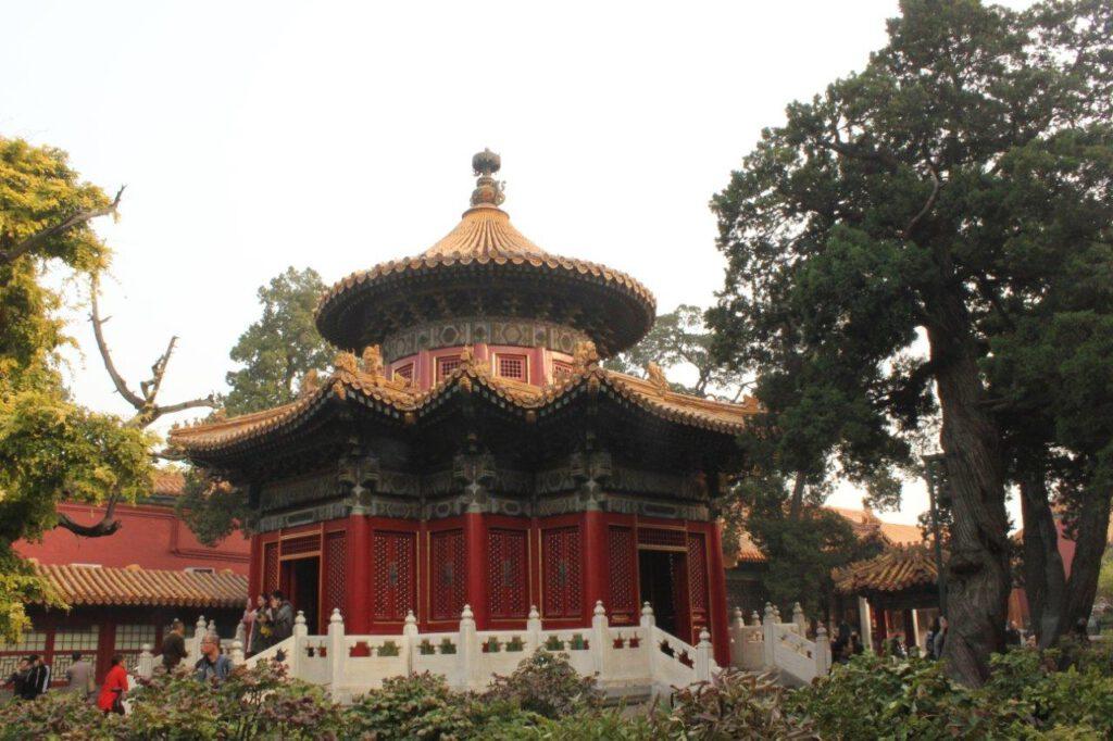 Pagode in de keizerlijke tuinen bij de noorderpoort van de Verboden Stad