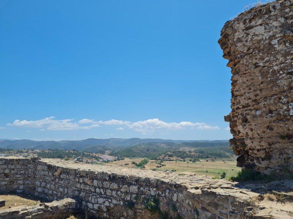 Uitzicht vanaf het kasteel van Aljezur in de Algarve
