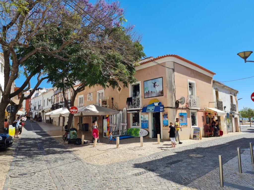 Het stadje Lagos tijdens reizen in de Algarve